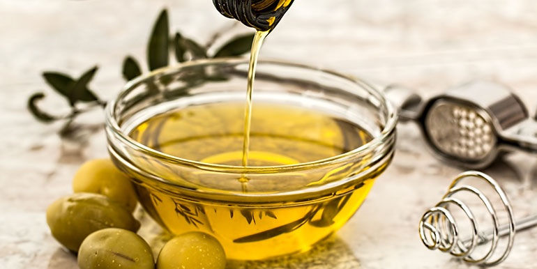 Mediterranean diet supplemented with olive oil appears to protect against breast cancer